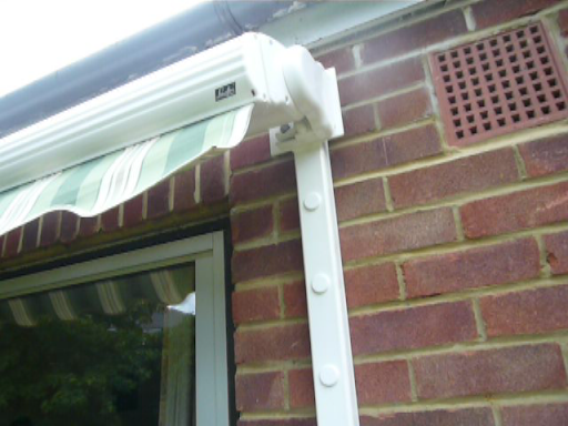AWNING BUNGALOW AND SPREADER BRACKET