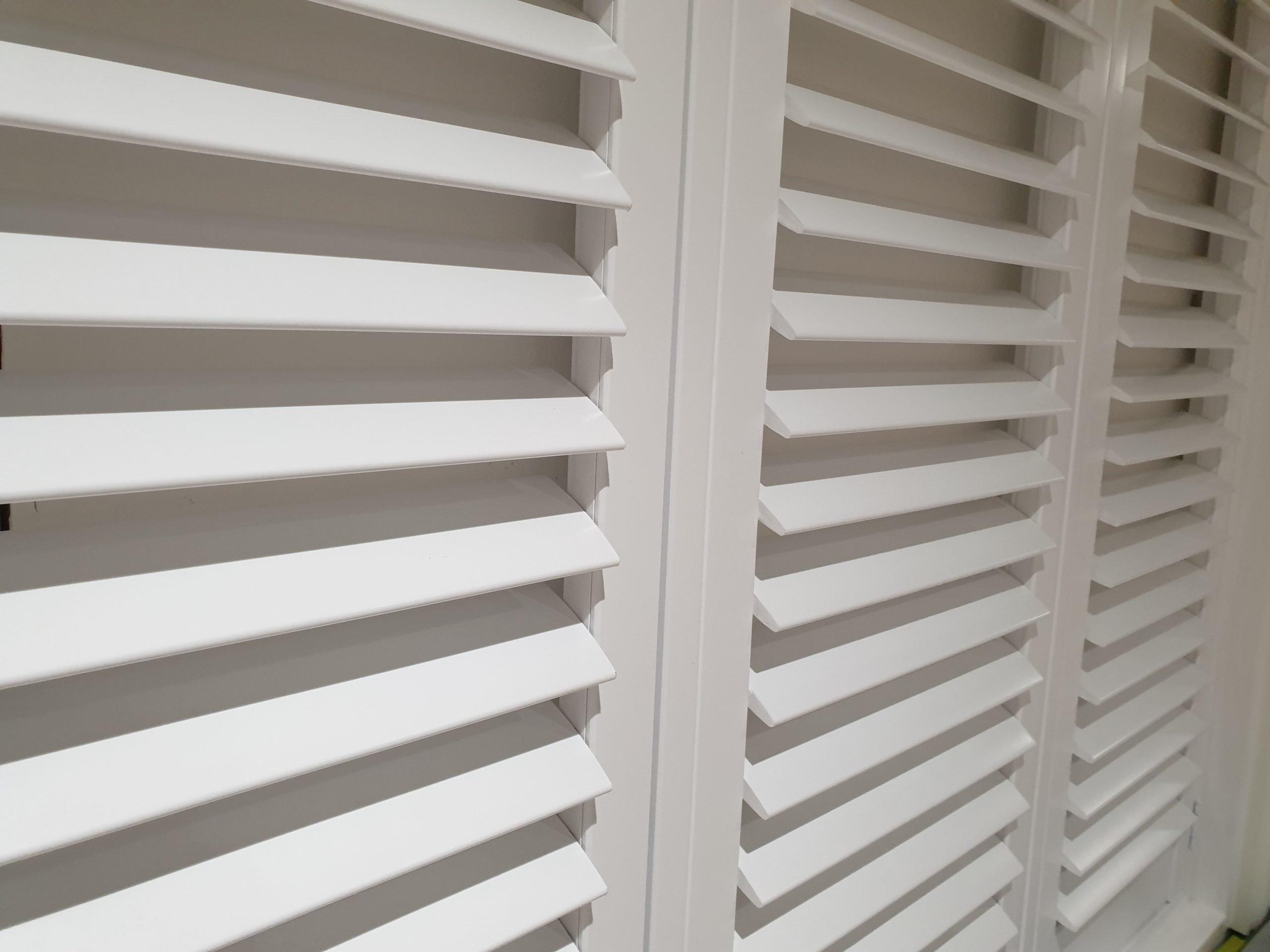 silent or hidden tilt shutter